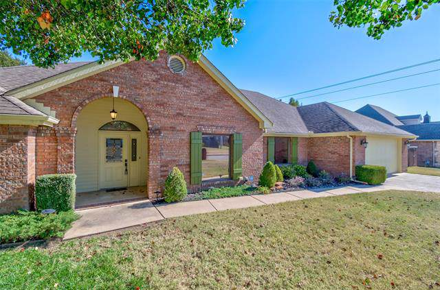 3016 Kingston Drive, Bartlesville, OK 74006 (MLS #1939275) :: Hopper Group at RE/MAX Results