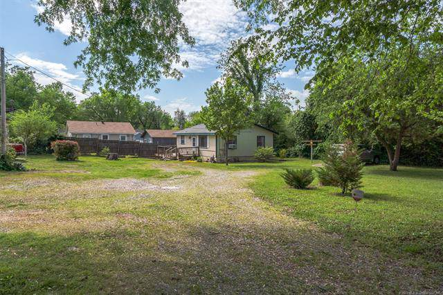 414 N Bristow Avenue, Coweta, OK 74429 (MLS #1939343) :: Hopper Group at RE/MAX Results