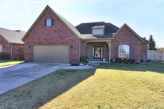 1002 E 146th Street S, Glenpool, OK 74033 (MLS #1939451) :: 918HomeTeam - KW Realty Preferred