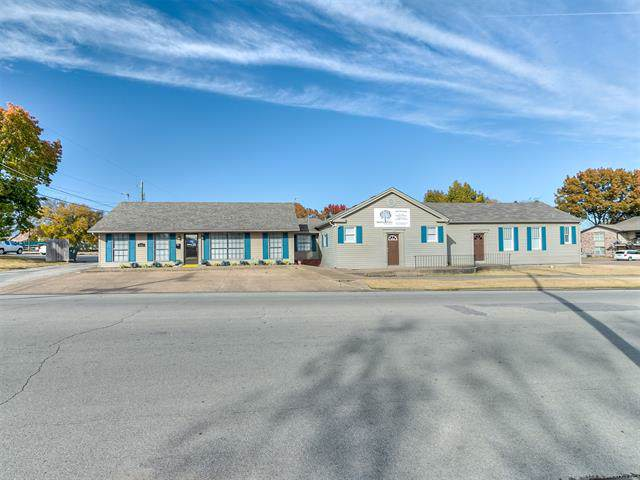 616 E 4th Street, Bartlesville, OK 74003 (MLS #1940265) :: Hopper Group at RE/MAX Results