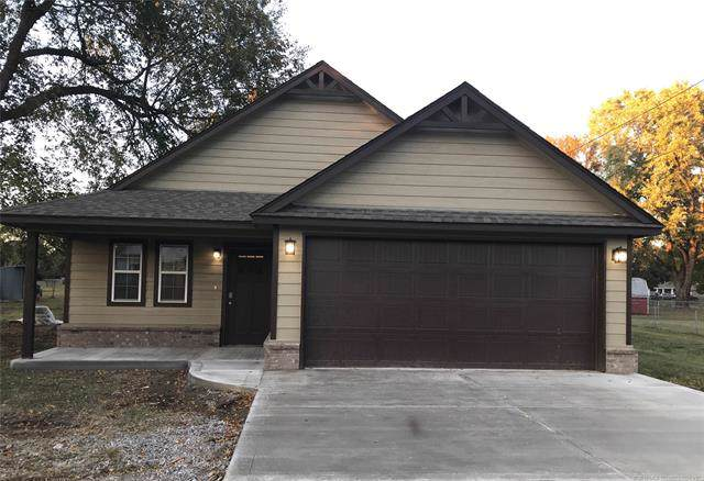 412 W Main Street, Chouteau, OK 74337 (MLS #1940320) :: Hopper Group at RE/MAX Results