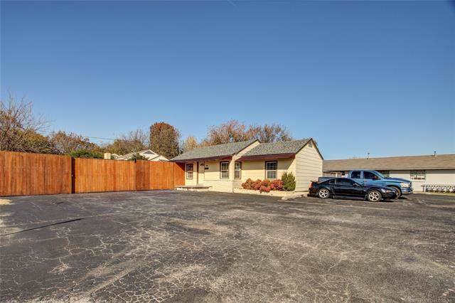 6339 E 7th Street, Tulsa, OK 74112 (MLS #1940438) :: Hopper Group at RE/MAX Results
