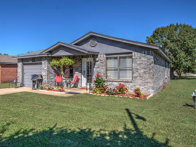 793 E 143rd Street, Glenpool, OK 74033 (MLS #1940478) :: 918HomeTeam - KW Realty Preferred