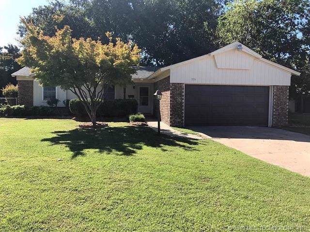 1806 S 69th East Avenue, Tulsa, OK 74112 (MLS #1940799) :: Hopper Group at RE/MAX Results