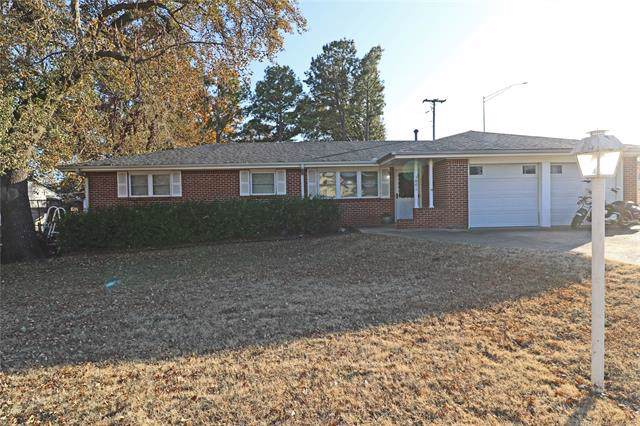 3801 Lester Avenue, Bartlesville, OK 74006 (MLS #1940805) :: Hopper Group at RE/MAX Results