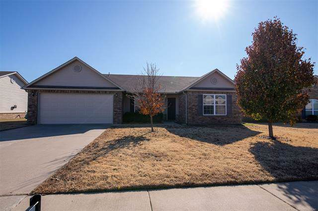 732 E 147th Street S, Glenpool, OK 74033 (MLS #1940966) :: 918HomeTeam - KW Realty Preferred