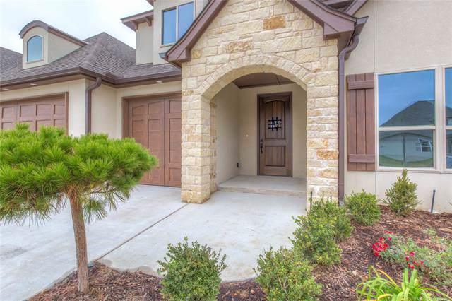 8705 S Phoenix Avenue, Tulsa, OK 74132 (MLS #1941021) :: 918HomeTeam - KW Realty Preferred