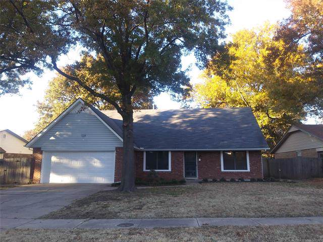 12215 38th Place, Tulsa, OK 74146 (MLS #1941062) :: 918HomeTeam - KW Realty Preferred