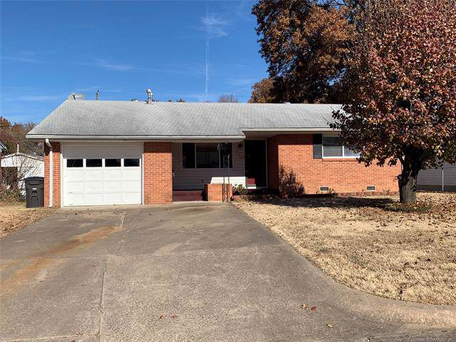 928 Yale Drive, Bartlesville, OK 74006 (MLS #1941204) :: Hopper Group at RE/MAX Results