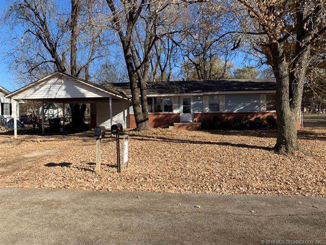 230 S Walnut Street, Oologah, OK 74053 (MLS #1941268) :: Hopper Group at RE/MAX Results