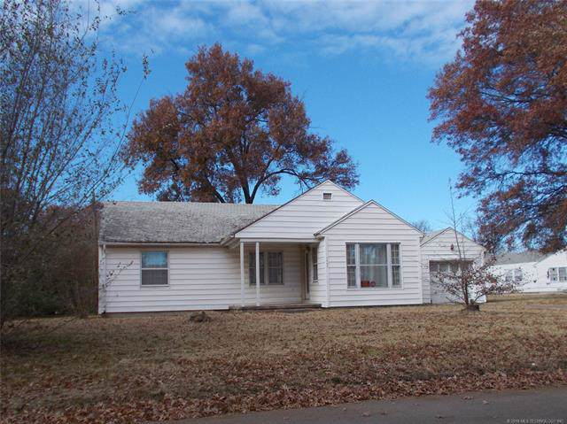 1567 S Hickory Avenue, Bartlesville, OK 74003 (MLS #1941325) :: Hopper Group at RE/MAX Results