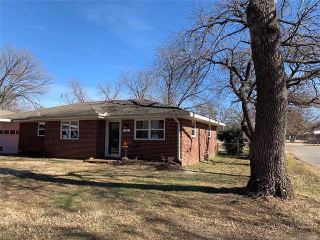 200 NE Rockwood Avenue, Bartlesville, OK 74006 (MLS #1941451) :: Hopper Group at RE/MAX Results