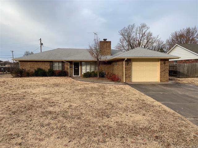 1111 S Wilson Street, Cushing, OK 74023 (MLS #1941505) :: Hopper Group at RE/MAX Results