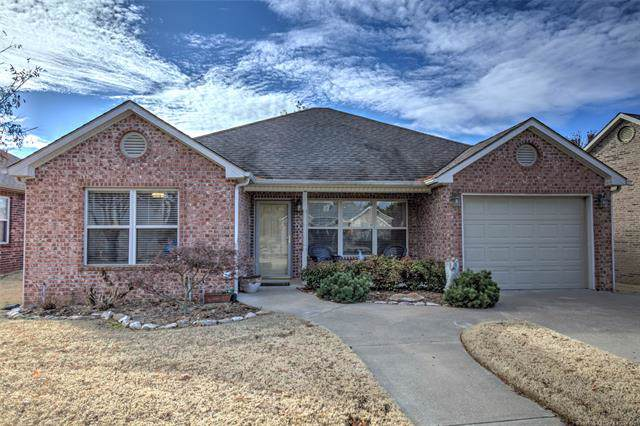 4215 Greentree Way 37A, Sand Springs, OK 74063 (MLS #1941552) :: Hopper Group at RE/MAX Results