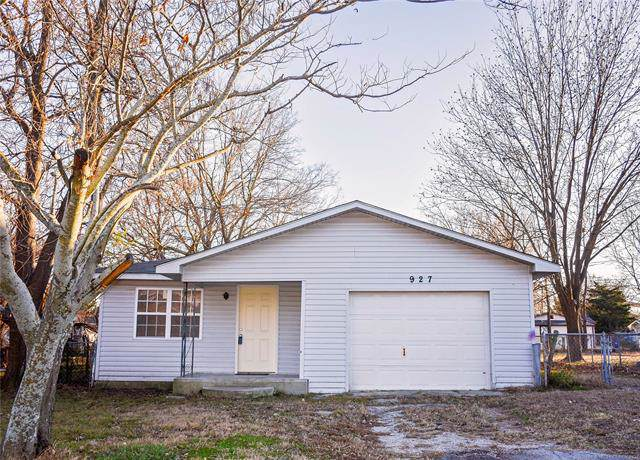 927 W 12th Street, Ada, OK 74820 (MLS #1942597) :: Hopper Group at RE/MAX Results