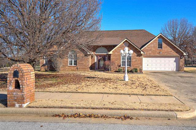 1221 N Old North Place, Sand Springs, OK 74063 (MLS #1942616) :: Hopper Group at RE/MAX Results
