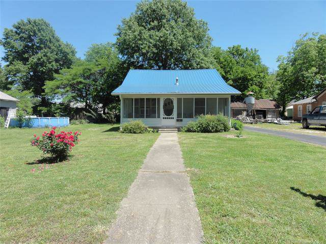 337 S Locust Street, Nowata, OK 74048 (MLS #1942973) :: 918HomeTeam - KW Realty Preferred