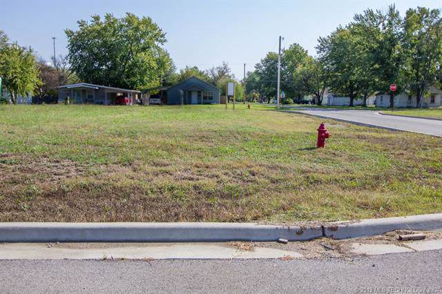 700 Sage Avenue, Dewey, OK 74029 (MLS #1943526) :: Hopper Group at RE/MAX Results