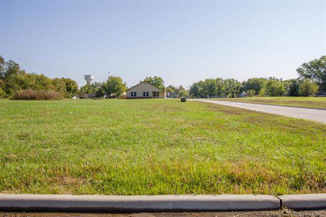 700 Sooner Place, Dewey, OK 74029 (MLS #1943528) :: RE/MAX T-town