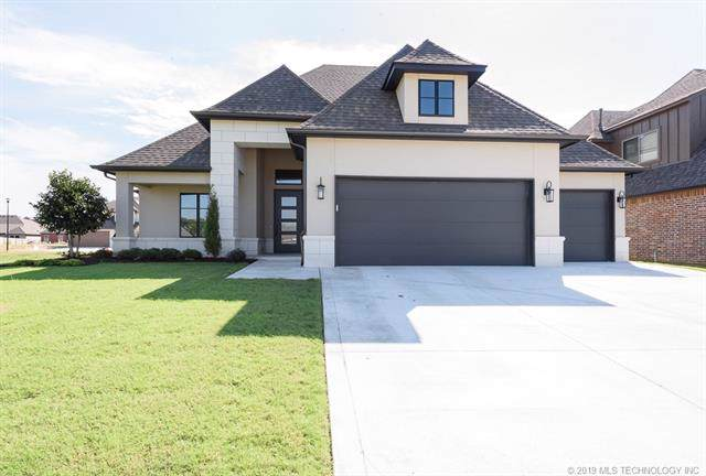 8711 S Phoenix Place, Tulsa, OK 74132 (MLS #1943571) :: Hopper Group at RE/MAX Results