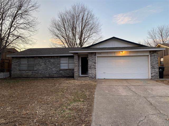 1708 S Pine Avenue, Broken Arrow, OK 74012 (MLS #1943710) :: Hopper Group at RE/MAX Results