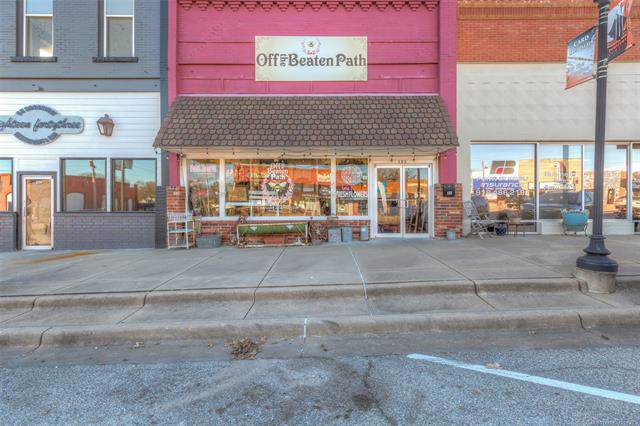 122 S Broadway Street, Coweta, OK 74429 (MLS #2000959) :: 918HomeTeam - KW Realty Preferred