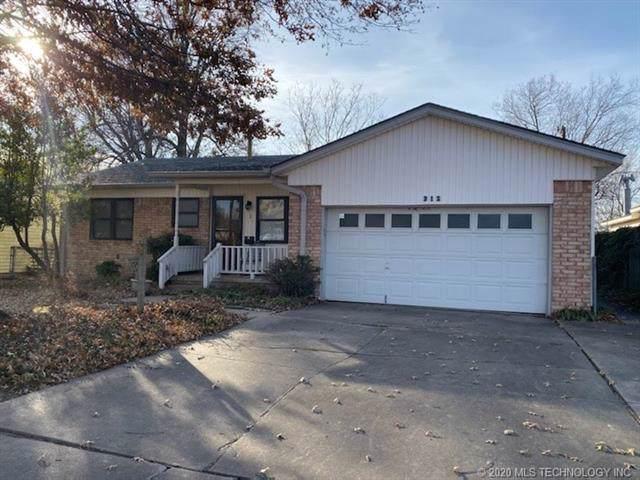 312 N Carlsbad Street, Owasso, OK 74055 (MLS #2002701) :: 918HomeTeam - KW Realty Preferred