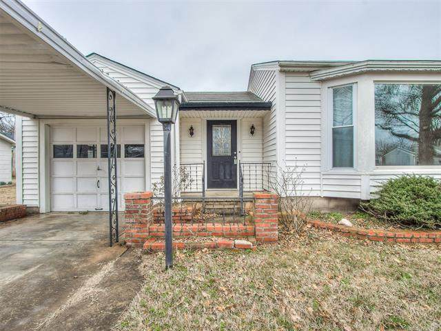2140 Dewey Place, Bartlesville, OK 74003 (MLS #2004823) :: Hopper Group at RE/MAX Results
