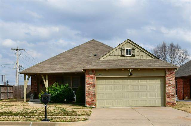 1015 N Sycamore Place, Jenks, OK 74037 (MLS #2004900) :: Hopper Group at RE/MAX Results