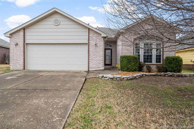 11617 S Mulberry Lane, Jenks, OK 74037 (MLS #2005541) :: Hopper Group at RE/MAX Results
