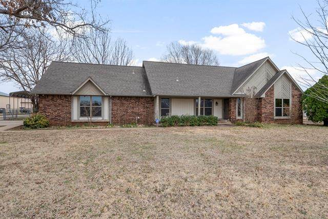 8011 N 168th East Avenue, Owasso, OK 74055 (MLS #2005692) :: Hopper Group at RE/MAX Results