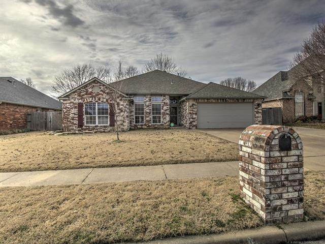 8914 N 137th Avenue, Owasso, OK 74055 (MLS #2005945) :: Hopper Group at RE/MAX Results