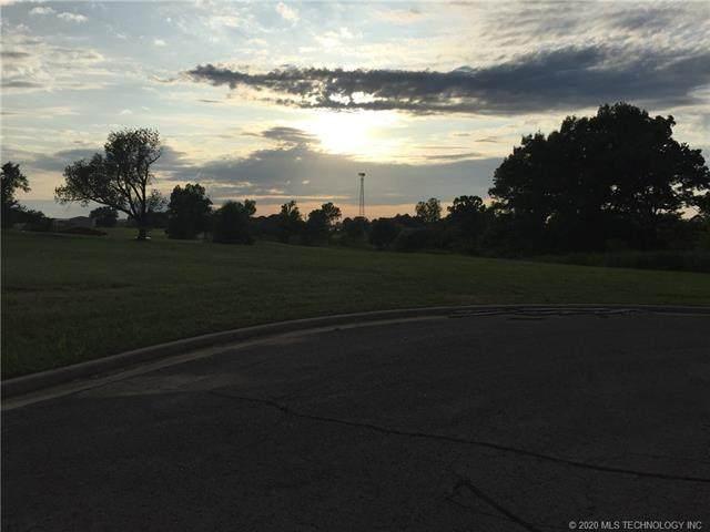 2001 E Woodland Circle E, Muskogee, OK 74403 (MLS #2006312) :: 918HomeTeam - KW Realty Preferred