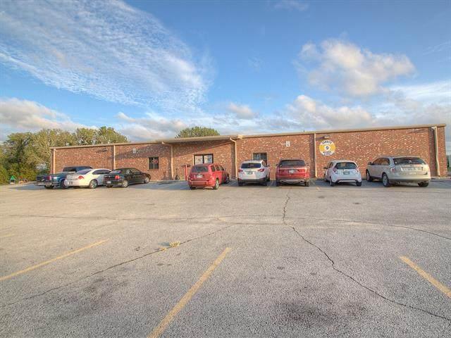 7822 W Parkway Boulevard, Tulsa, OK 74127 (MLS #2007003) :: 918HomeTeam - KW Realty Preferred