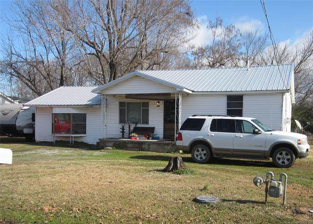 704 NE 5th Street, Stigler, OK 74462 (MLS #2008287) :: Active Real Estate