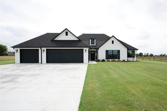 2824 Crosscreek Drive, Oologah, OK 74053 (MLS #2011103) :: Hopper Group at RE/MAX Results