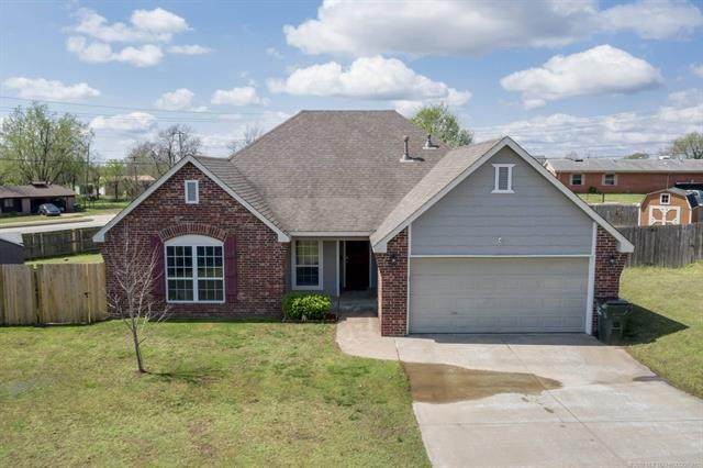 2125 W Oak Street, Collinsville, OK 74021 (MLS #2012235) :: Hopper Group at RE/MAX Results