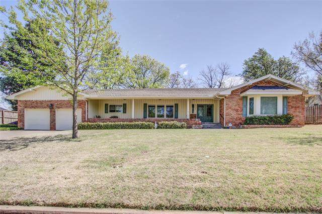 5717 S Columbia Place, Tulsa, OK 74105 (MLS #2012377) :: 918HomeTeam - KW Realty Preferred