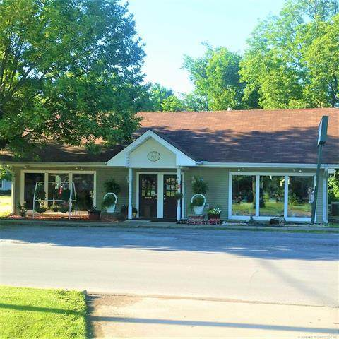 405 NE 1st Street, Pryor, OK 74361 (MLS #2012645) :: 918HomeTeam - KW Realty Preferred
