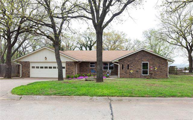 2412 Mountain Drive, Bartlesville, OK 74003 (MLS #2012914) :: Hopper Group at RE/MAX Results