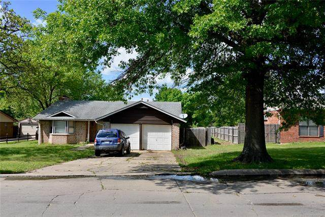 104 Hickory Drive, Henryetta, OK 74437 (MLS #2014854) :: Hopper Group at RE/MAX Results