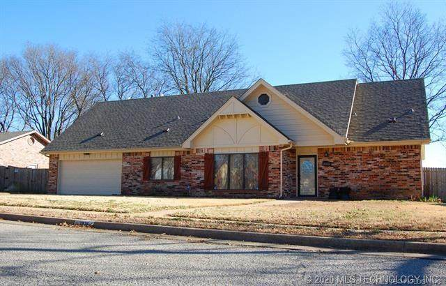 2325 Chapel Hill Court, Bartlesville, OK 74006 (MLS #2016045) :: Hopper Group at RE/MAX Results