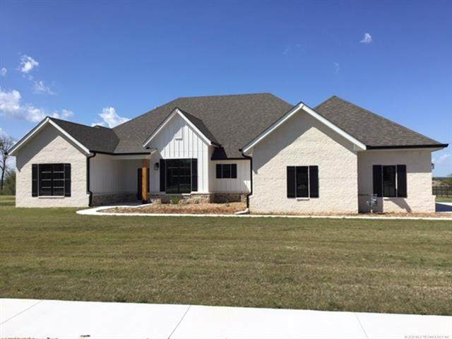 5894 Ohio Street, Bartlesville, OK 74006 (MLS #2017375) :: Hopper Group at RE/MAX Results