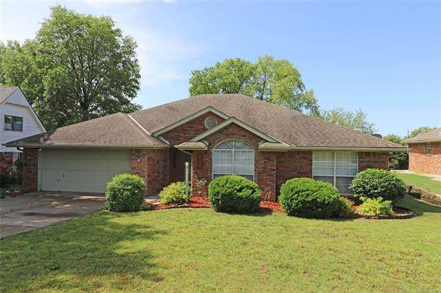 5616 Steeper Drive, Bartlesville, OK 74006 (MLS #2018395) :: Hopper Group at RE/MAX Results