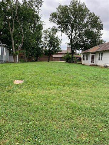 423 S Wyandotte Avenue, Bartlesville, OK 74003 (MLS #2022209) :: Hopper Group at RE/MAX Results