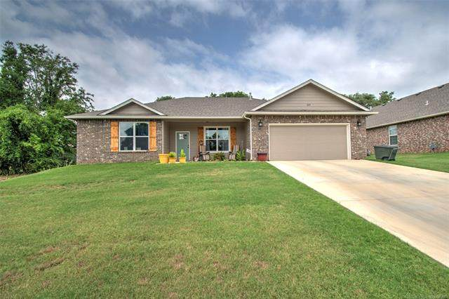 319 Olive Street, Fort Gibson, OK 74434 (MLS #2022895) :: 580 Realty