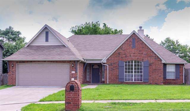 317 N Hemlock Avenue, Broken Arrow, OK 74012 (MLS #2023130) :: Active Real Estate