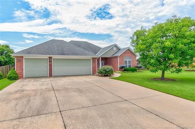 5560 Chickering Court, Bartlesville, OK 74006 (MLS #2023329) :: Hopper Group at RE/MAX Results