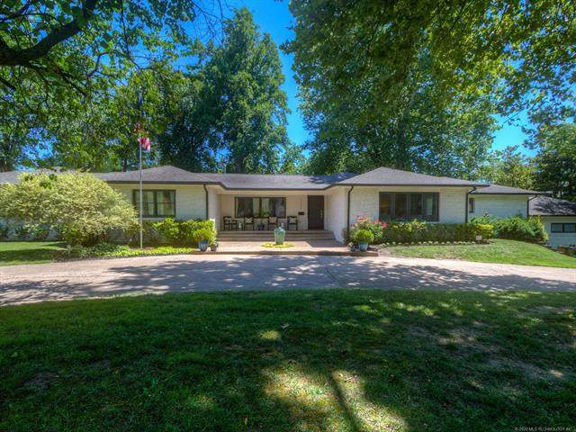 2232 E 45th Place, Tulsa, OK 74105 (MLS #2023588) :: Hometown Home & Ranch