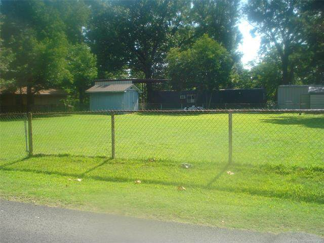 1 Layman Drive, Eufaula, OK 74432 (MLS #2025284) :: 918HomeTeam - KW Realty Preferred